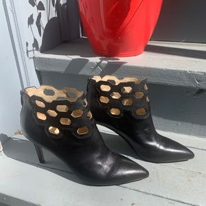 Charly Amat geometric claudine bootie
